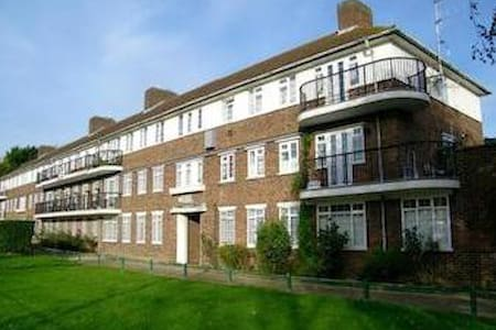 Oakwood flat - London - Bed & Breakfast