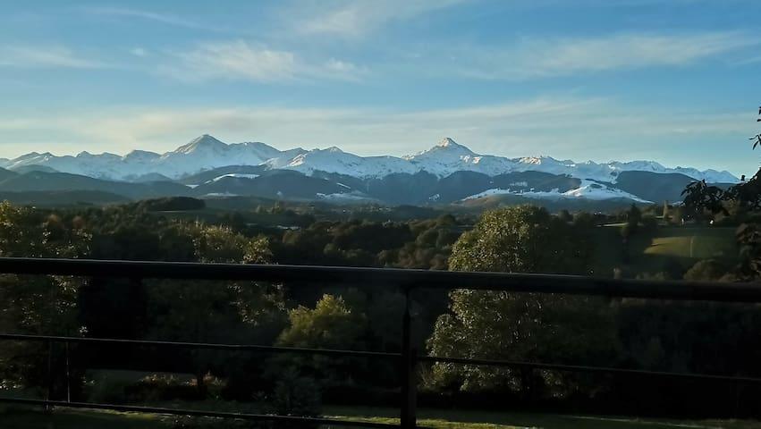 Superbe havre de paix face aux Pyrénées