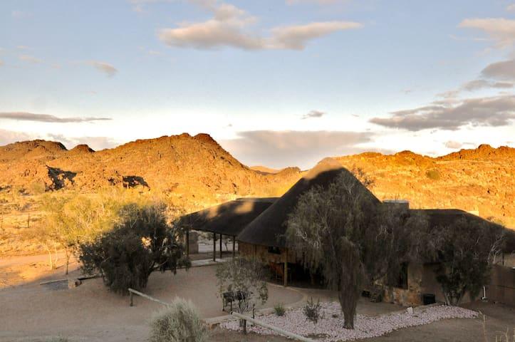 Cape Ebony Lodge ( Daberas Guest Farm)