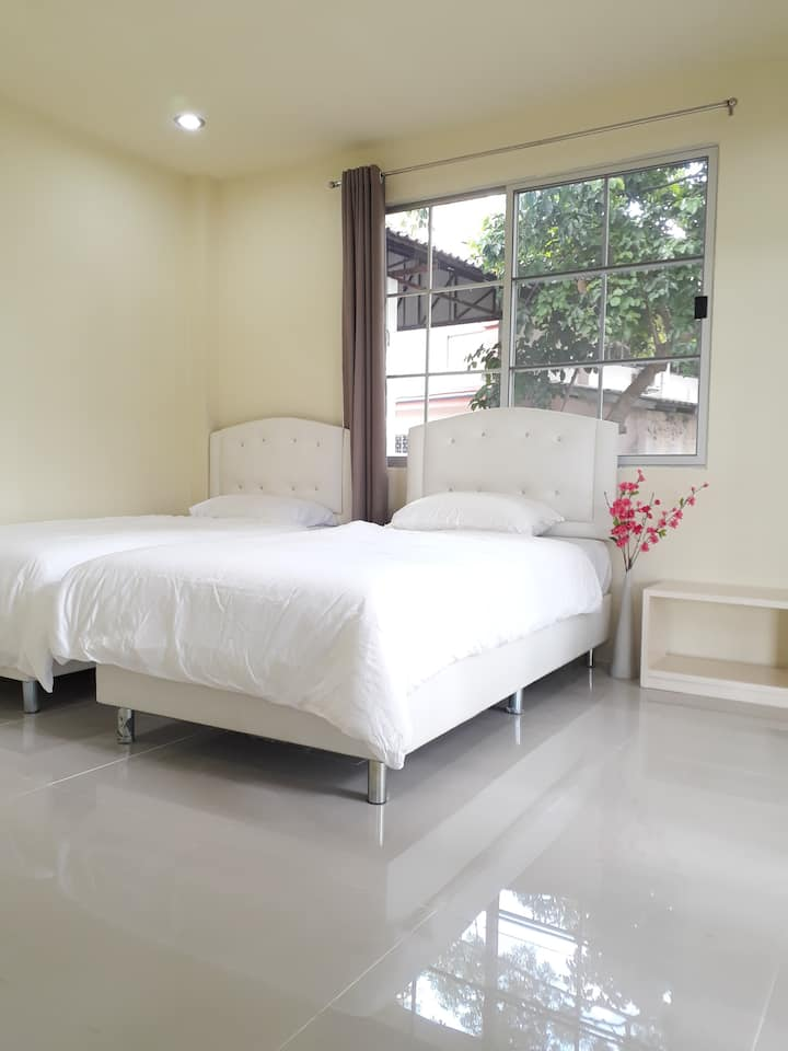 Chaisathan Cottage, Twin Bedded Room