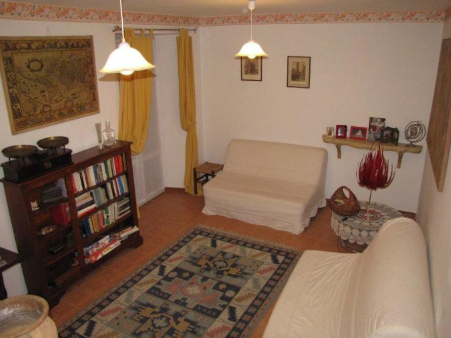 Casa quattro piani a 8 km da gubbio houses for rent in for Piani di casa con due master suite al primo piano
