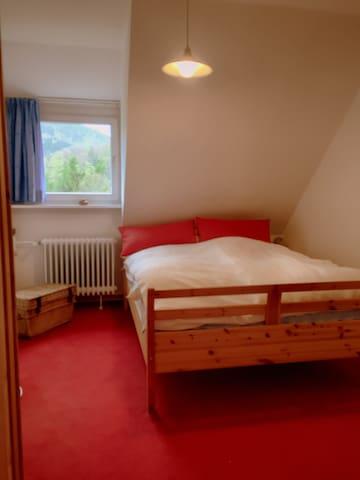 Schlafzimmer 5 mit Doppelbett 2.OG