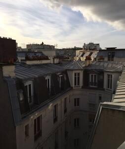 Sous les toits de Paris (chambre de service) 16ème - Paris-16E-Arrondissement - Leilighet