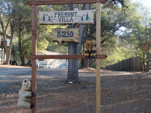Fremont Villa Bear Retreat - Mariposa - Lägenhet