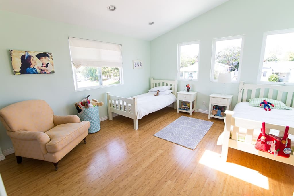 Kids bedroom, bright and beautiful!