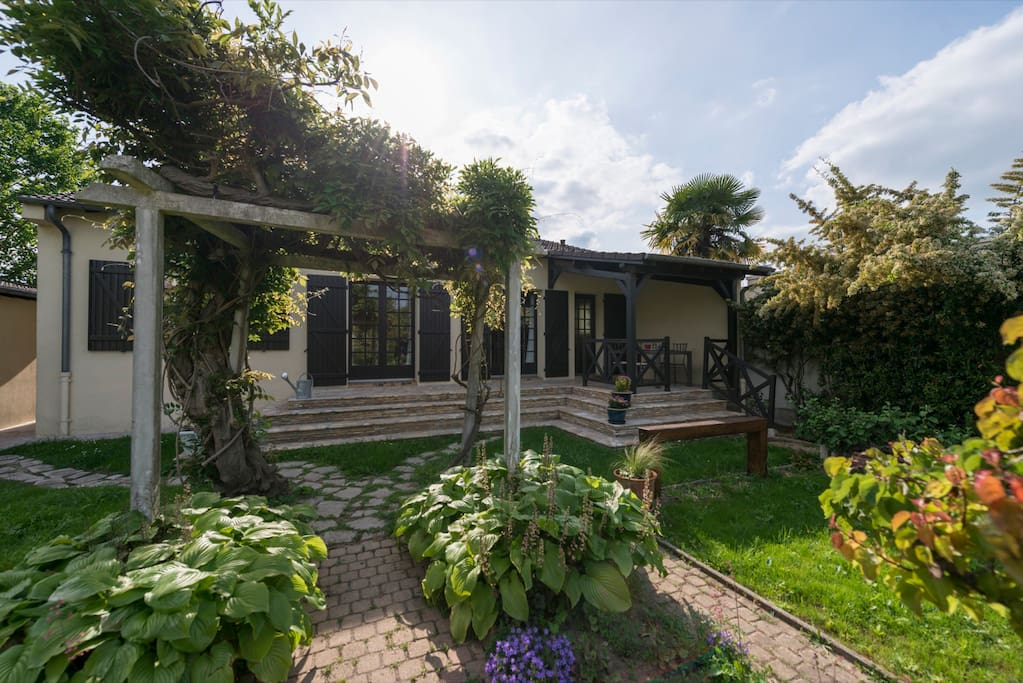 Belle maison jardin proche paris et disneyland maisons - Location maison jardin ile de france colombes ...