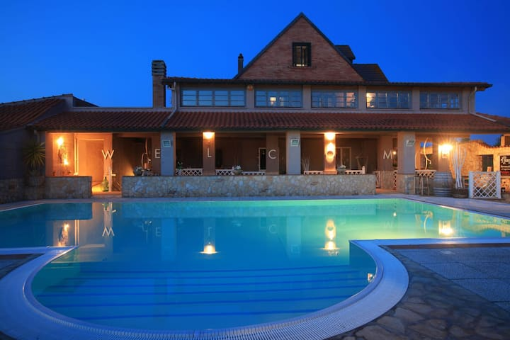 Ideal Holiday Home in Casale Marittimo with Swimming Pool