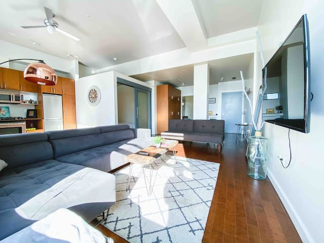 Spacious Comfy Pike Place Flat Water View Sleeps 5