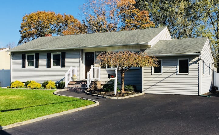 Sunny and Bright Home in Central Location!