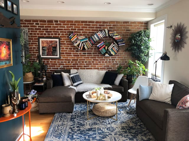 Skylit One Bedroom - One Mile from the Capitol