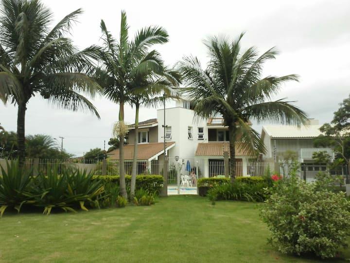 Casa piscina beira mar Florianópolis-Praia Daniela