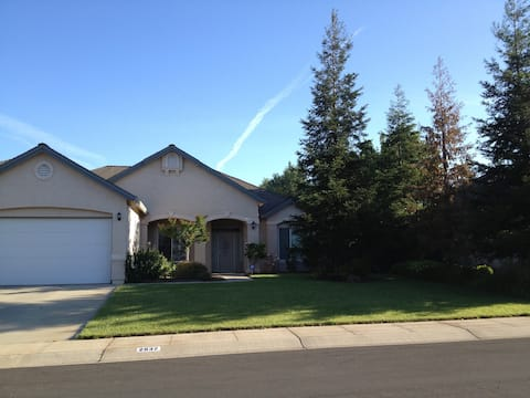 Like home! Close to I-5, kitchen use, private room