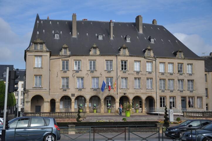 A 2 minutes à pied l'hôtel de ville de Thionville