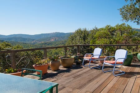 Private bedroom/bath with a view - Novato - House