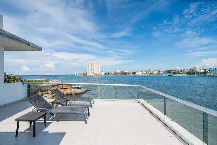 Luxury  Rivera (2jacuzzi ,waterfront, rooftop pool
