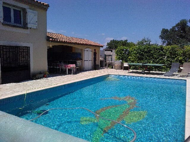 Charming, spacious French villa - Abeilhan - Casa