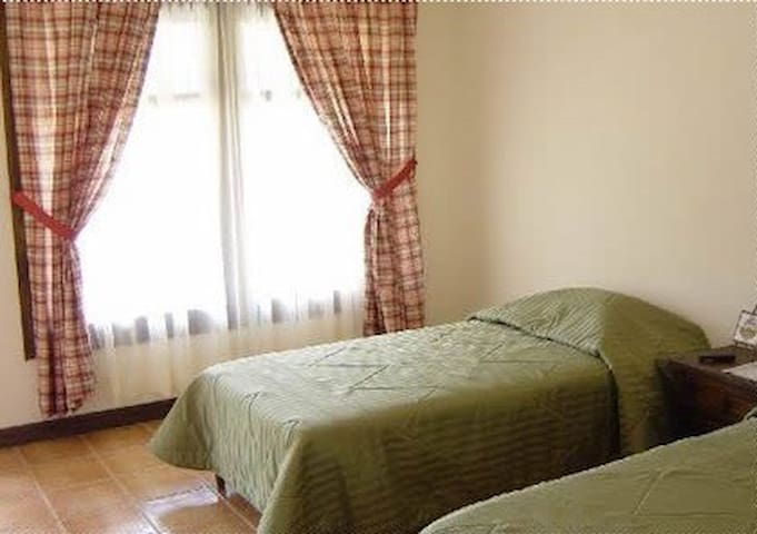 Studio 2 min from Airport (SJO) inc. Free transfer - Río Segundo - Bed & Breakfast