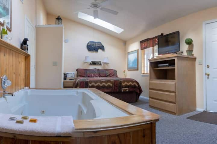 Pet Friendly Resort Cabin ~ Short Walk to the Village and Lake