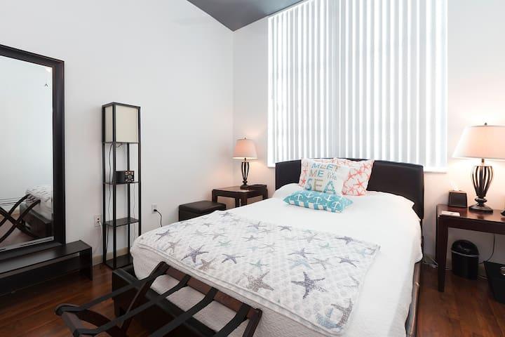 Large Private Room | Luxury Condo Near Miami Beach - Miami - Condominium