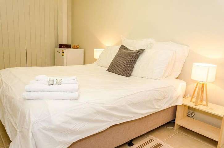 Queen Bed in Southport - Southport - Villa