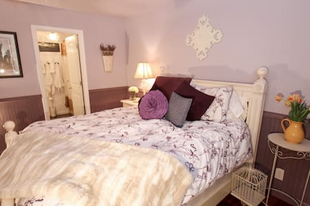Romantic Bed & Breakfast Spa Suite - shaver lake - Bed & Breakfast