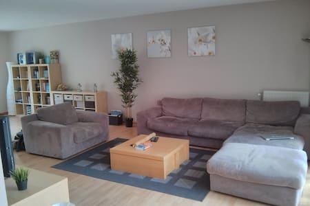 Family home with garage close to city center - ルーバン