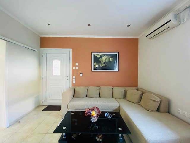 Seaview apartment close to the airport