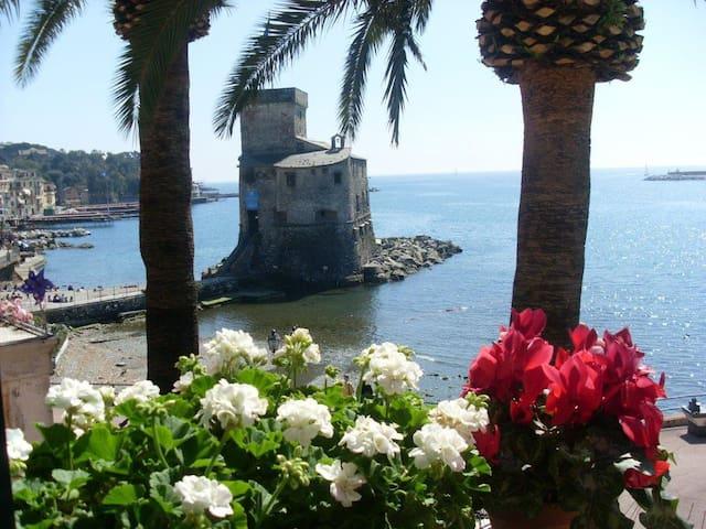 Davanti al Castello e al Lungo Mare - Rapallo - Apartament