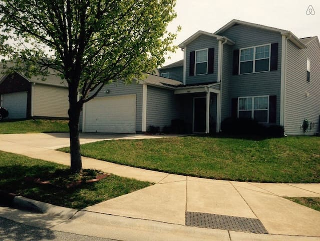 Great room in the suburbs - Kernersville - House