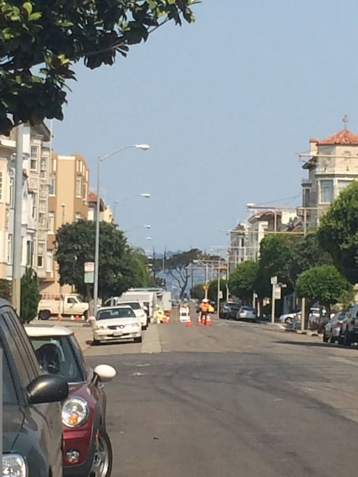 One block to Chestnut & Muni bus;  Walk to the bay/Marina Greens & Yacht harbor