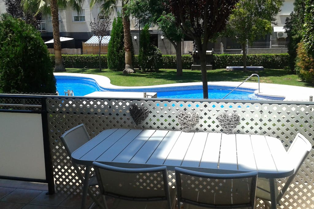 Tranquilidad piscina jard n wifi appartamenti in for Piscina ciudad jardin