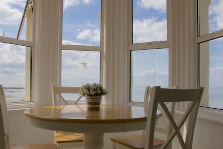 Sea view Victorian penthouse - Margate