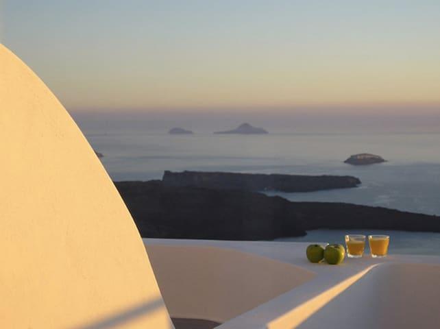 Apartment with Loft & Caldera view,Irida Santorini