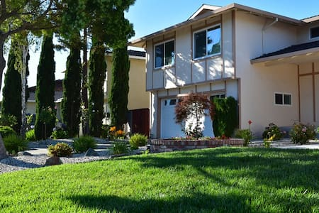 Private Room in a Beautiful House in Foster City - Foster City - Casa