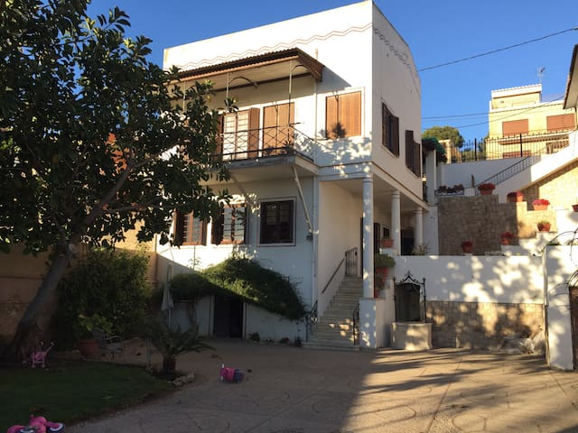 Charming vintage house with garden - Paterna - Casa