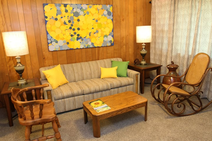 Newton Retro Retreat – feel sheltered and cozy