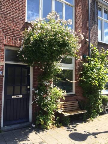 Cosy house in Zeeheldenkwartier!