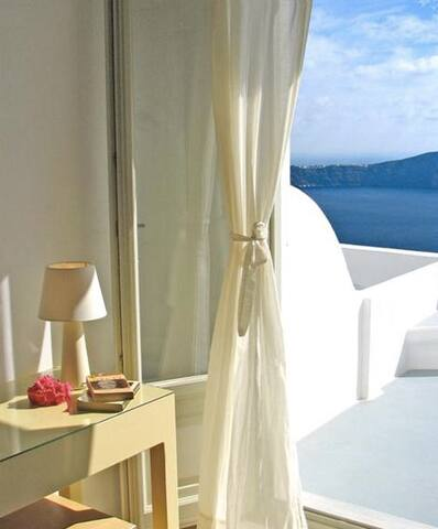 Apartment with Loft & Caldera view-Irida Santorini