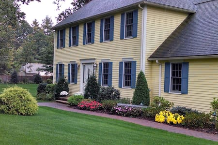 Entire Colonial Home West of Boston - Shirley - Huis