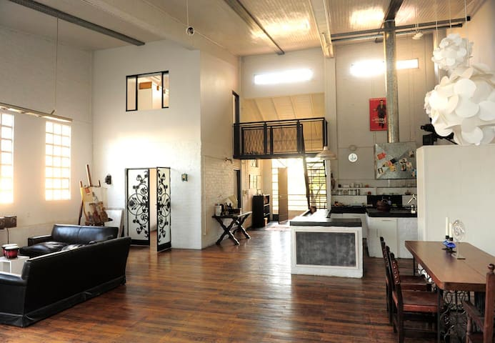 SAN TELMO/ Arty and sunny loft