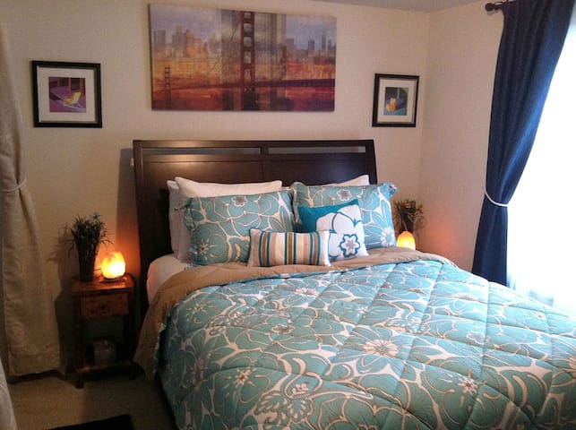 2 Person Suite with Queen Bed - Rochester