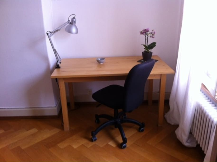 A large desk and wifi to work or study on