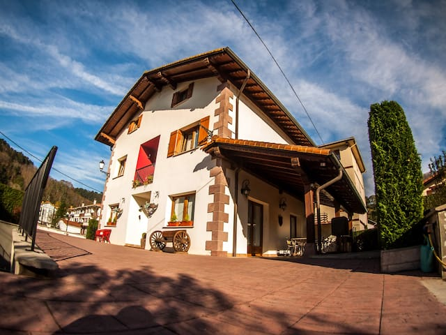 Casa Rural Gure Lur en el corazón verde de Navarra - Sunbilla - บ้าน