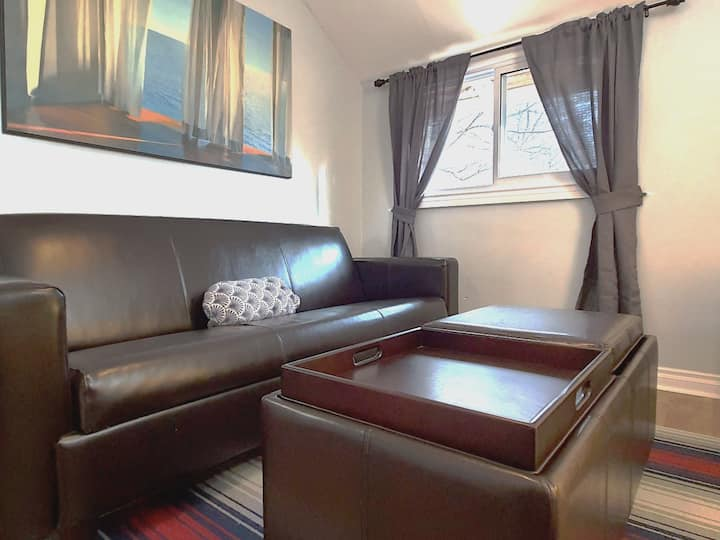 FREE Wifi, FREE Parking, Queen bed,spacious unit U