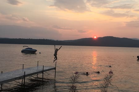 Lakefront log cabin, includes kayak