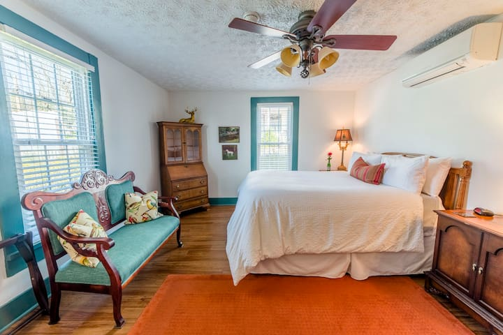 The Front Room! Remodeled! In-room bath! - Wilmore - Bed & Breakfast