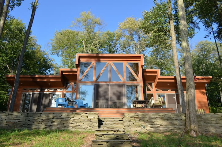 Stunning contemporary lake house - South Fallsburg - Huis