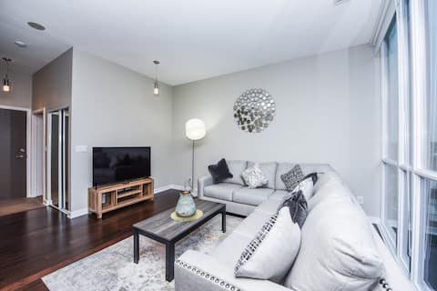 Stylish Suite 1BR & 1 BTH -  Near Square One Mall