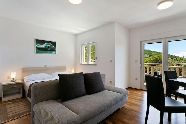 Boutique Apartment in Drvenik with Balcony
