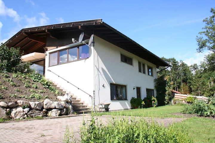 Schöne Ferienwohnung in Hopfgarten im Brixental mit Garten